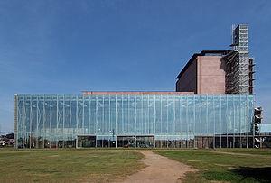 300px-Kumagaya_Cultural_Center_Sakuramate_2009