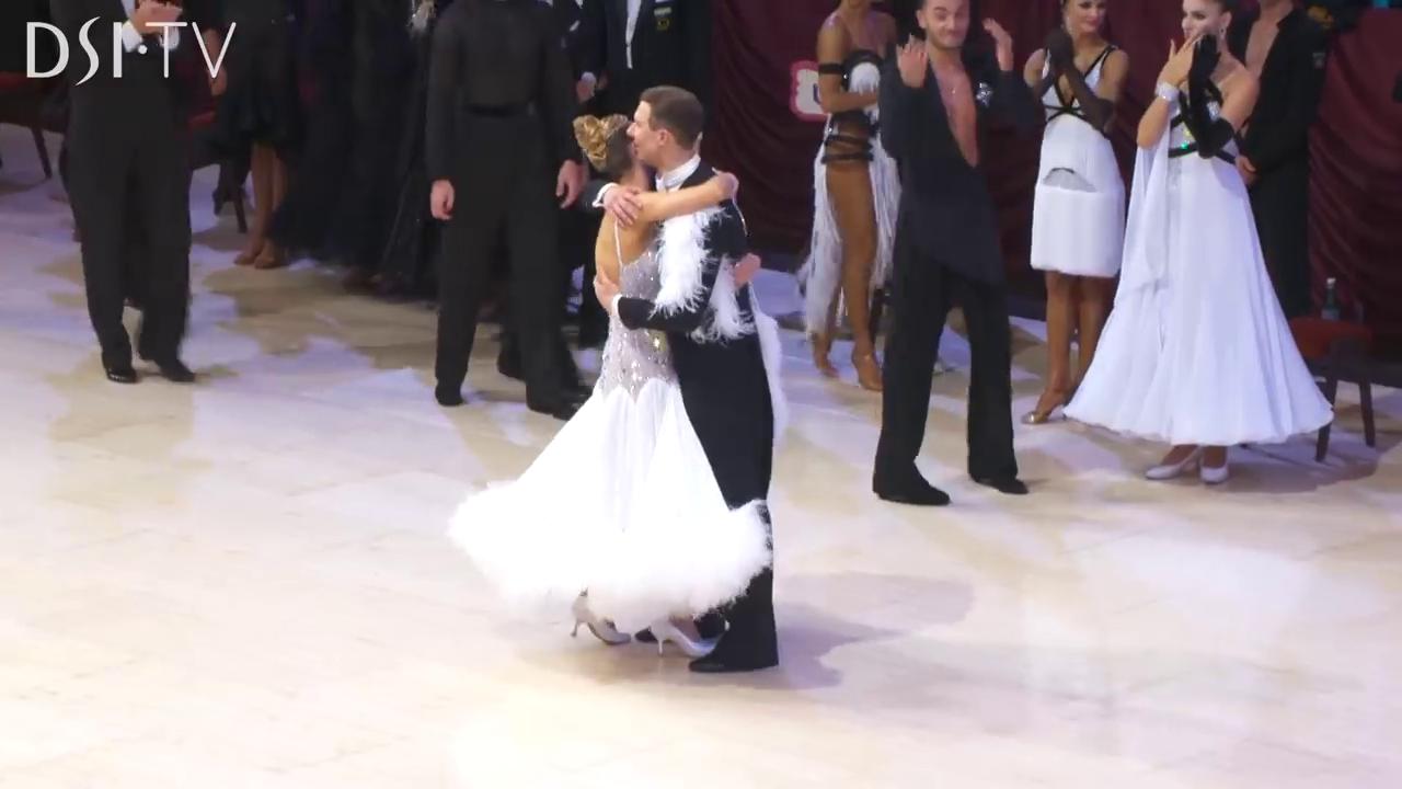 アルナス|カチューシャ|現役|引退|2019|社交ダンス|世界チャンピオン|スタンダード